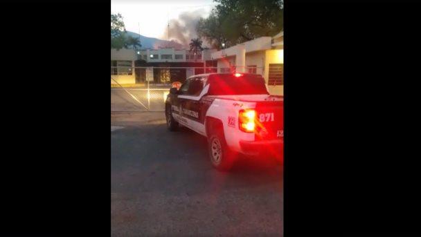 Se registran motín e incendio en penal de Ciudad Victoria tras la fuga de 29 reos.