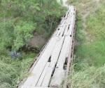 Peligroso puente peatonal