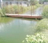 Revisan puente peatonal sobre canal de riego 28-4