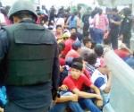 Detienen a 236 alumnos normalistas en Chiapas
