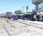 Retan a la suerte en las vías del tren en tianguis