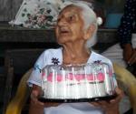 Celebra madrecita 121 años de vida