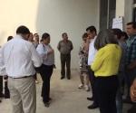 Bloquean empleados acceso a titular del Crede en Madero