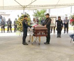 Rinden homenaje a policía
