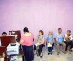 Les cortan la ayuda a abuelitos