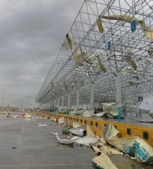 Tornado y apagones: frontera en tinieblas. Arrasa puente internacional en Nuevo Laredo
