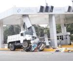 Suman 6 muertos por camionazo en caseta