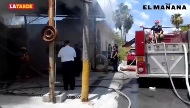 Corto circuito provoca incendio en llantera