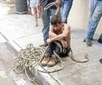 Vecinos atrapan y amarran a ladrón