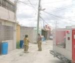 Pánico por poste de la CFE incendiado y con corto circuito en el suelo