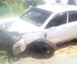 Accidente vial deja dos heridos y daños