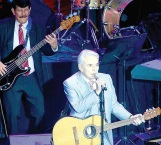 Honra  'Palito'  a  Guzmán