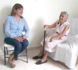 Apoyan a los abuelitos en el abandono