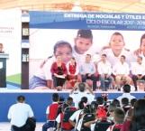 Participa Maki con el gobernador Cabeza de Vaca en programa 'Con Mis Útiles A La Escuela'