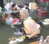 Rescatan a ancianos