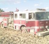 Estalla neumático de unidad de  bomberos