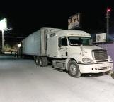Sale camión con ayuda humanitaria