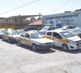 Encuentran auto robado entre taxis sospechosos