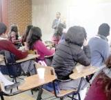 Apoyan con becas a estudiantes de Cobat número 23