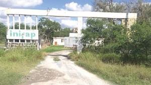 Maleza copa accesos a  Procuraduría  Agraria