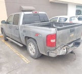 Abandonan ponchada camioneta que contaba con reporte de robo