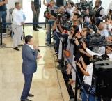 Festeja gobernador a periodistas por su día