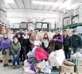 Acopian estudiantes cobijas para familias necesitadas