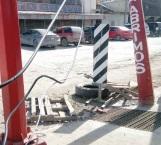 Amenaza poste de CFE con caer