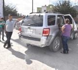 Invade carril y provoca aparatoso accidente vial