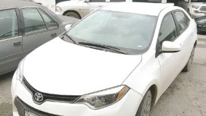 Mal estacionado hallan auto con reporte de robo