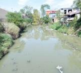 Insoportables olores foco de contaminación en el dren El Anhelo