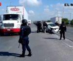 Chocan y abandonan auto con armas rumbo al puente Pharr