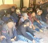 Detienen en cateo a 26 inmigrantes