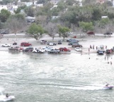 Chocan en el río motos acuáticas