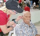 Entregan aparatos auditivos a 400 personas en Reynosa