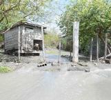 Cauce de aguas negras pone en grave riesgo casas de Las Mitras