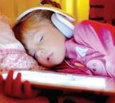 Luz, televisores y tablets no permiten descansar a menores