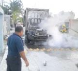 Localizan camión robado envuelto en enormes llamas