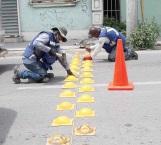 Alentan circulación con topes en la calle bravo