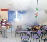 Fumigan escuelas para proteger a alumnos de varias enfermedades