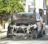 Arde camioneta que acababan de estacionar en las lomas