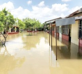 Piden apoyo a autoridades y sector salud por escuela inundada en Pedro J. Méndez