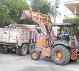 Tapan baches y retiran escombro cuadrillas Servicios Primarios