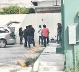 El cuerpo de la mujer fue encontrado en la parte trasera del estacionamiento de la casa de empeño.