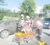 Lesionada al ser invadido su carril