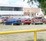 Se estacionan sobre derechos de vía de Pemex