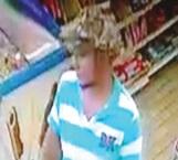 Captan en cámara de seguridad a ladrón de tienda sometiendo a empleado a la hora del ilícito