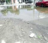 Desde hace más de un mes hay una fuga de agua en Rincón de las Flores
