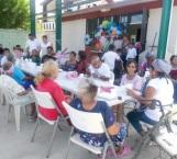 Festejan a abuelitos en la A. Serdán