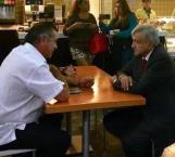 López Obrador se reúne con 'El Bronco' en aeropuerto